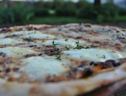 Pizza chèvre miel et magret de canard