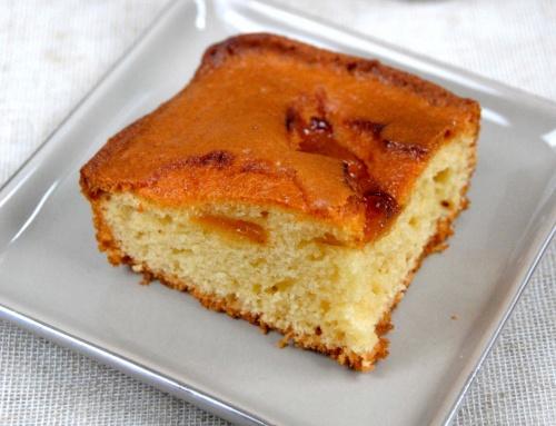 Gâteau au yaourt et abricots caramélisés