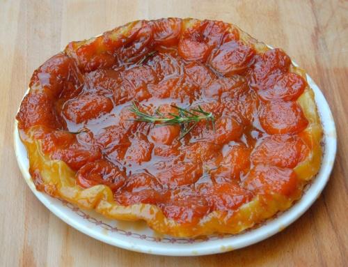 Tarte tatin abricot, miel et romarin