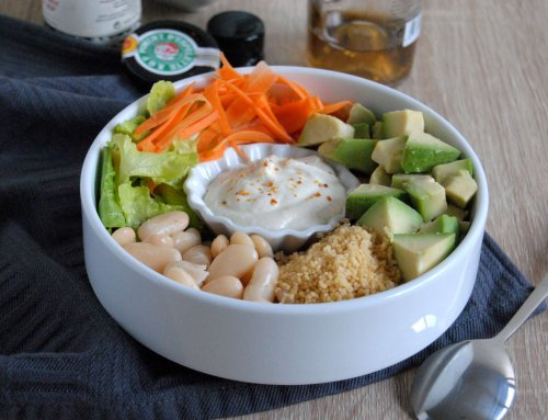 Veggie bowl, sauce au tahini et fromage blanc