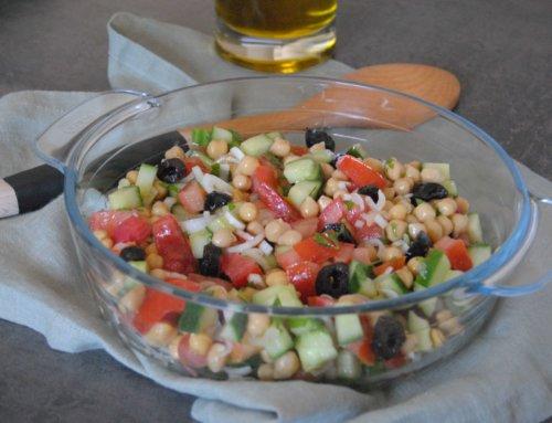 Salade de pois chiches, concombre et tomate