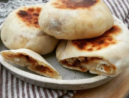 Petits pains farcis aux oignons et fromage frais